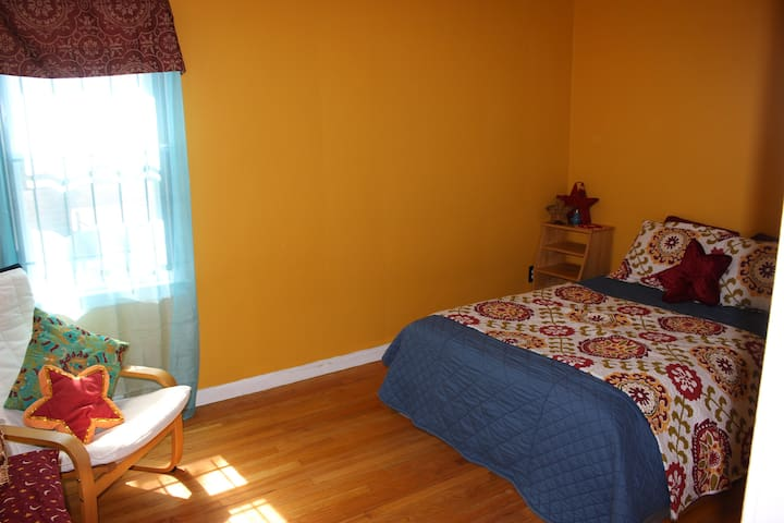 Spacious Clean Room on Convenient West Side