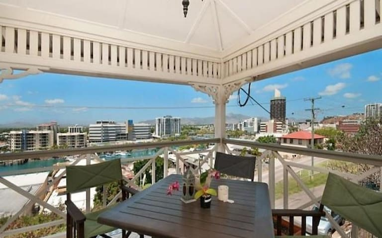HARBOUR VIEWS in the CBD - 200m to the STRAND - Townsville City