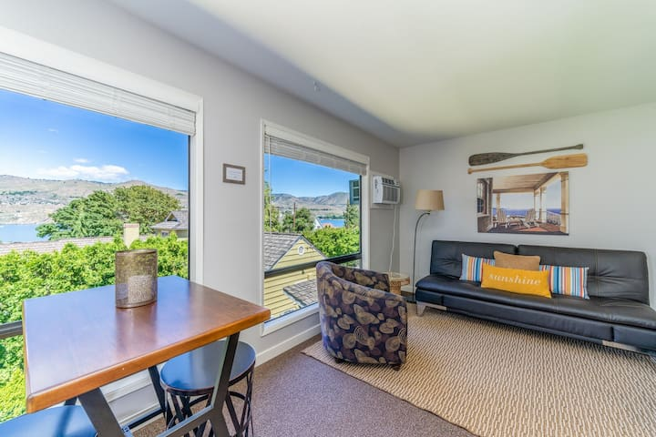 Bungalow 3 - One bedroom one bath condo steps from Lake Chelan and Lakeside Park