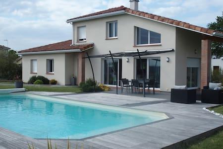 Maison contemporaine - Montrabé - Rumah