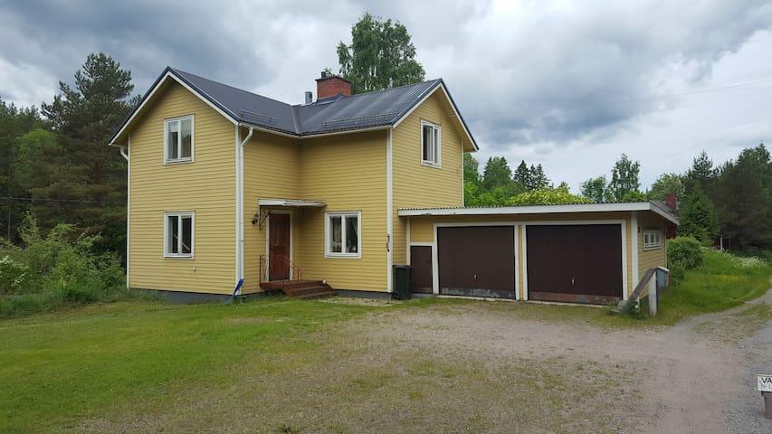 Mysigt hus med stora utrymmen