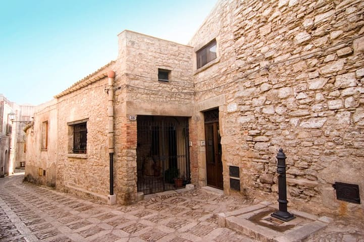"""Santa Teresa"" studio apartment,ideal for couples"