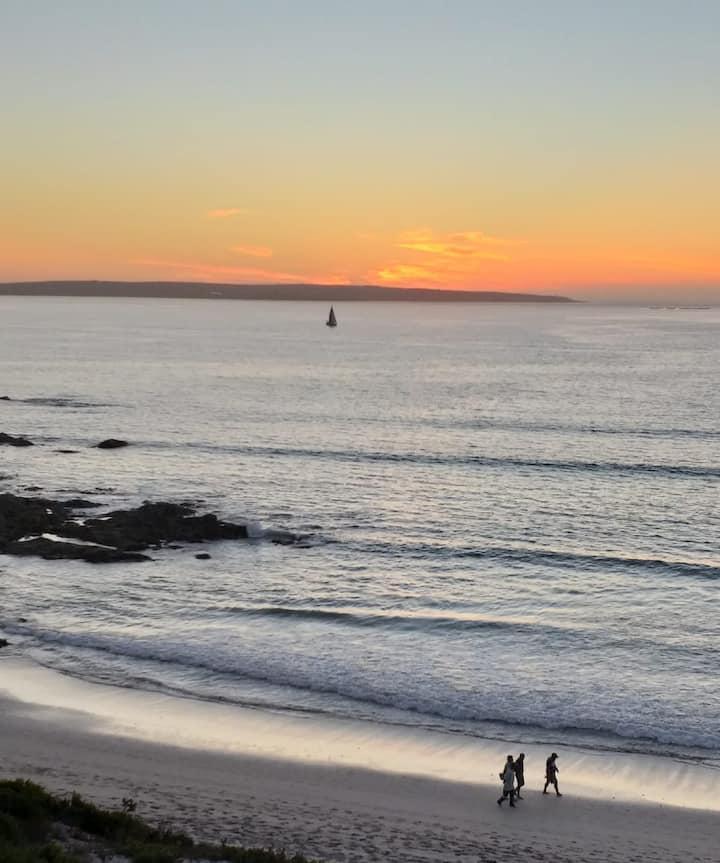 Ideal Beach Getaway Spot with Panoramic Seaviews