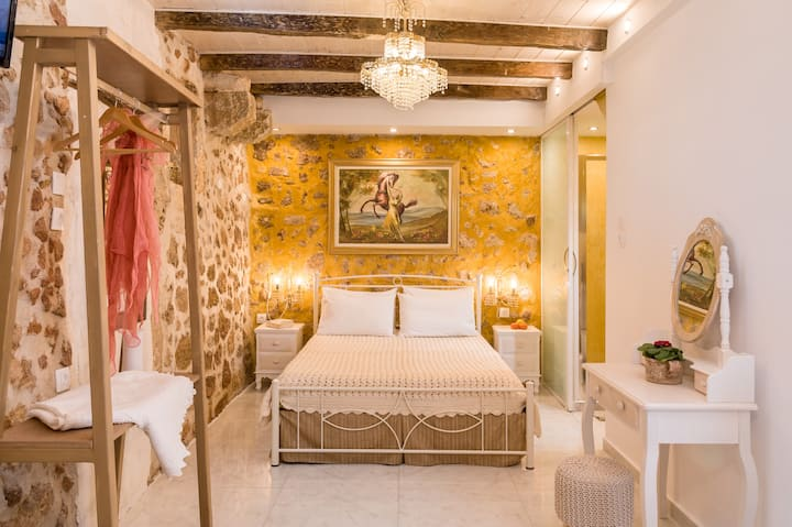 Luxury Suite in the heart of old Town !