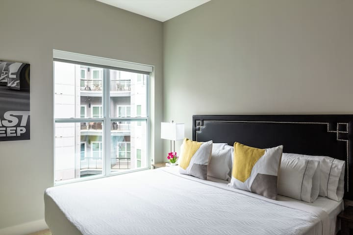 Captivating Two Bed on Graham Street