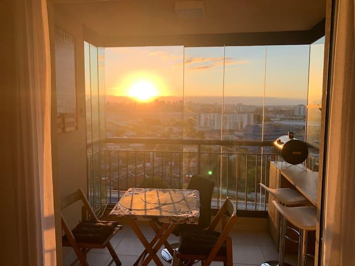 LINDO apartamento. Vista INCRÍVEL ao nascer do sol