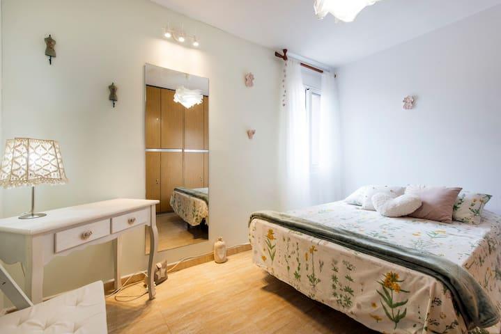 The ROMANTIC bedroom - Barcelona - Apartment