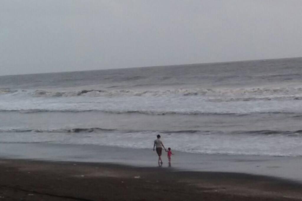 An evening beach walk is just 2 mins away