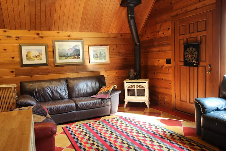 Private room in log home on acreage near Seattle. - Issaquah - House
