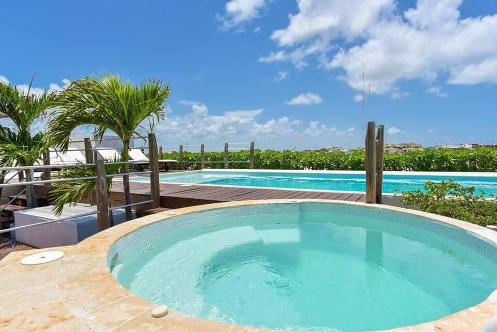 Condominium Jacuzzi & pool