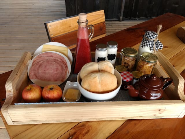 prueba nuestro fantástico desayuno  te lo vamos a dejar cada mañana a la puerta de tu refugio.