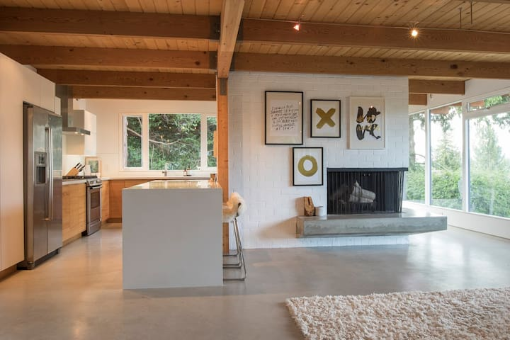 West Van Modern Post&Beam Home with View - West Vancouver - Dům