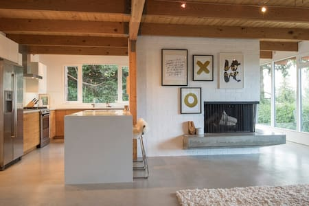 West Van Modern Post&Beam Home with View - West Vancouver - Ház