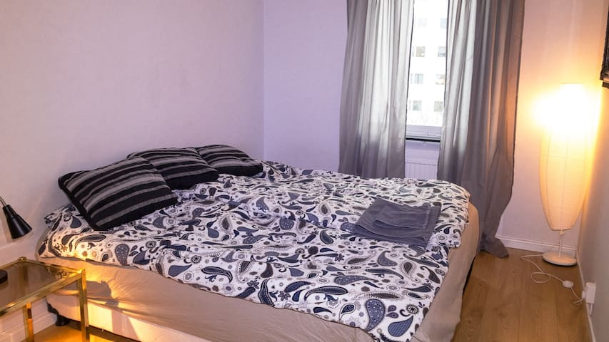 Close to Stockholm city & to nature, 2nd room - Estocolm - Pis