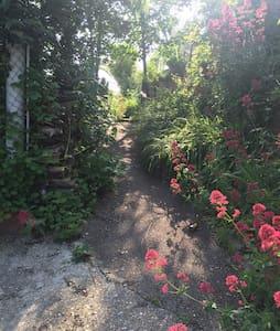 T2 au RDC avec Jardin et terrasse privatif. - La Courneuve
