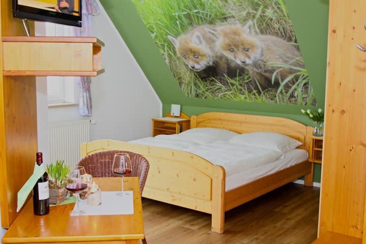 Landhotel Jagdschloss (Windelsbach), Zimmer 22 - Fuchs mit Balkon und freien Blick auf Wald, Feld und Wiesen