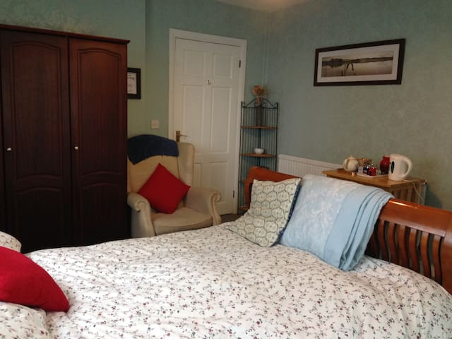 Downstairs en-suite double room. - Llanelli