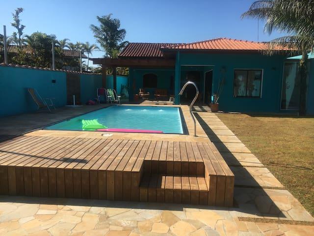 Casa de Praia com piscina Condomínio fechado.