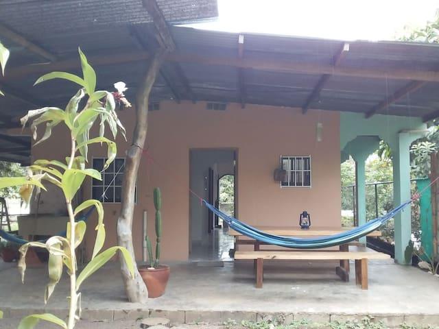 Casa Isabella, casa familiar en pueblo de Cañas