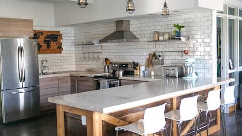 Latimer Lodge | Modern, Bright & Airy Apartment