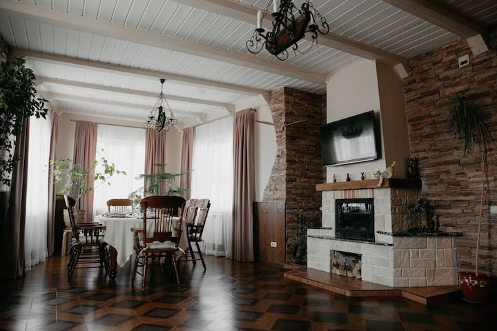 Уютный и комфортный отдых в доме с камином у озера