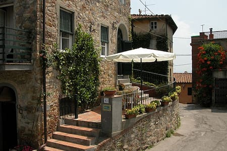 Holiday home created in an ancient defensive tower - Capannori - Hus
