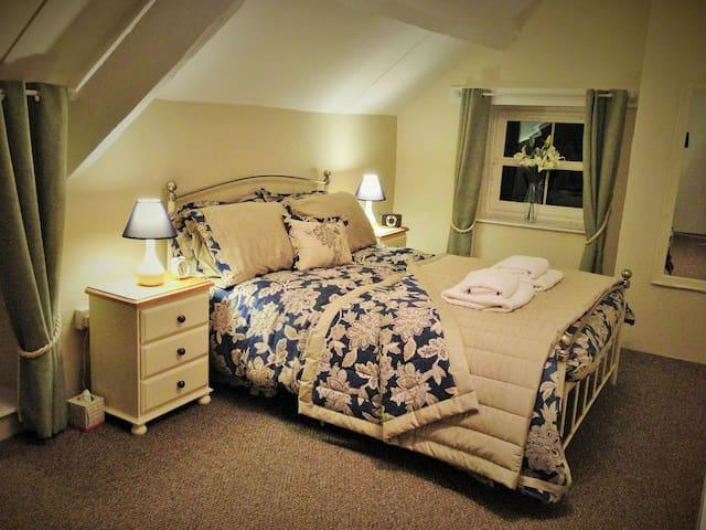 Bedroom 2 - with luxury bedding