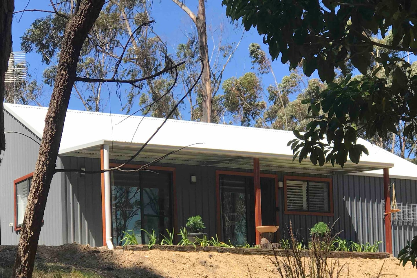 Bellbird Haven, brand new, private guesthouse on a 2 1/2 acre property, just minutes from Tathra.