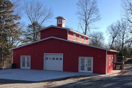 Red Barn - Pontiac - Loft