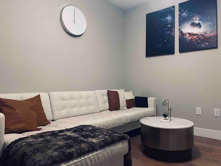 Modern Private Bed & Bath + Pool & Wifi!