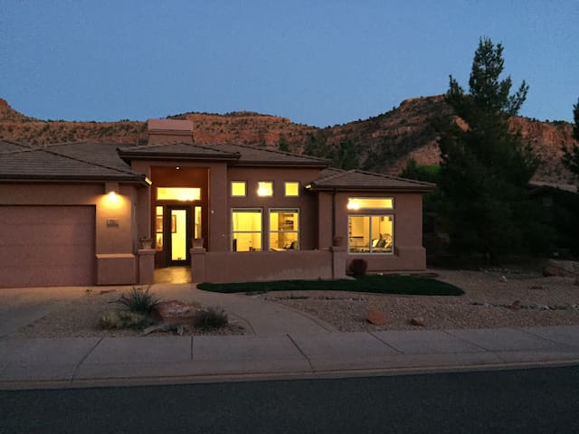 Beautiful Home, Amazing Location - Kanab - บ้าน