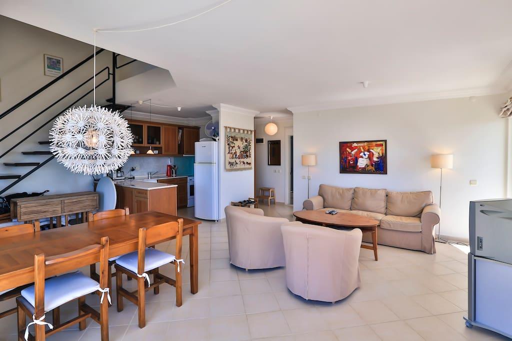 Mutfak ve oturma alanı / Kitchen and living area