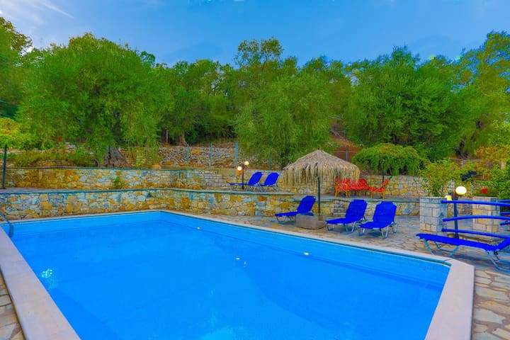 Villa Alkinoos: Secluded, private pool, WiFi, A/C