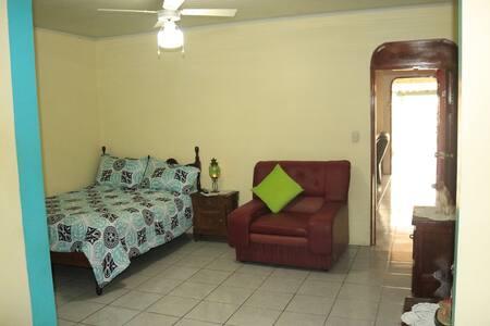 Habitación céntrica accesible de 1-3 personas(B&B)