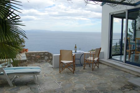 Cottage with sea view - Tyros - Maison