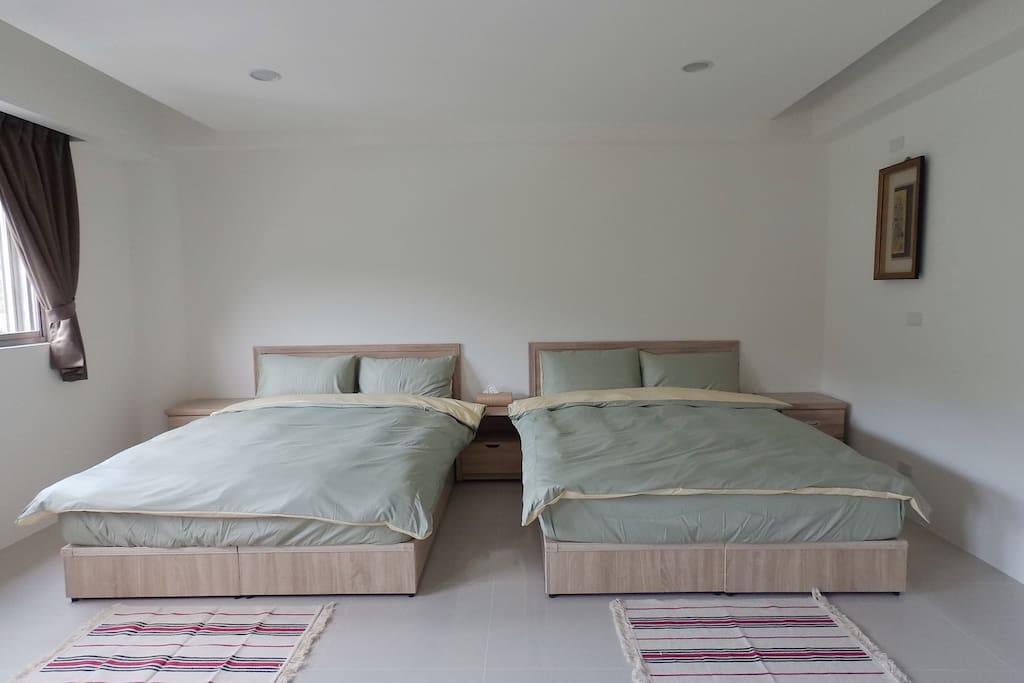 全新標準雙人床、羽絨被