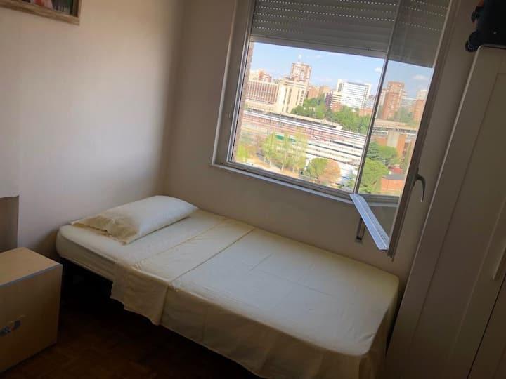 Room Plaza Castilla / Cuatro Torres, Chamartin