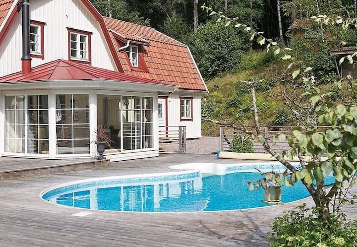 Luxury villa with pool & spa 20 min to Gothenburg