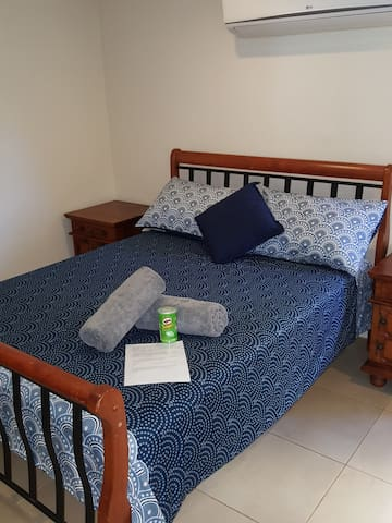Amazing extra large private room with Lock & Key,  A cross the road from Cairns Central shopping center.