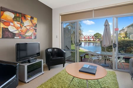 **Unwind in Waterfront Luxurious Resort** Rotorua