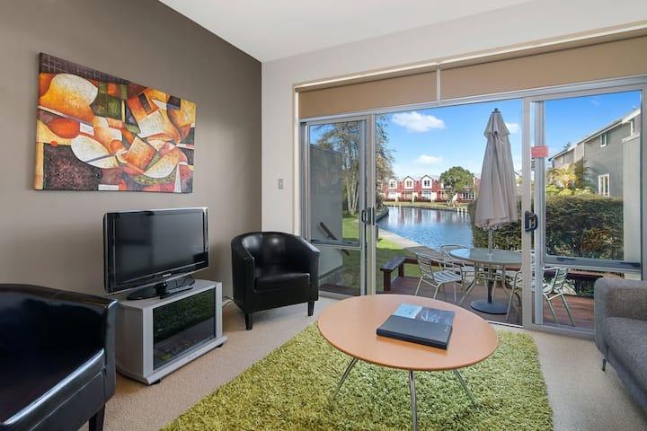 **Unwind in Waterfront Luxurious Resort** Rotorua
