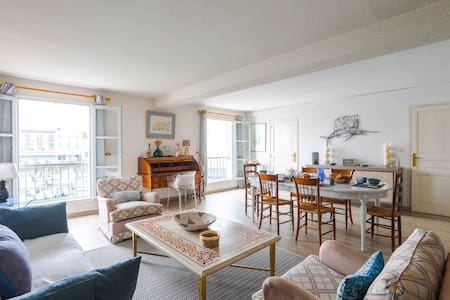 Sumptuous apartment on the harbour