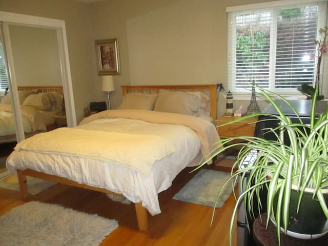 Charming private room and garden in San Rafael