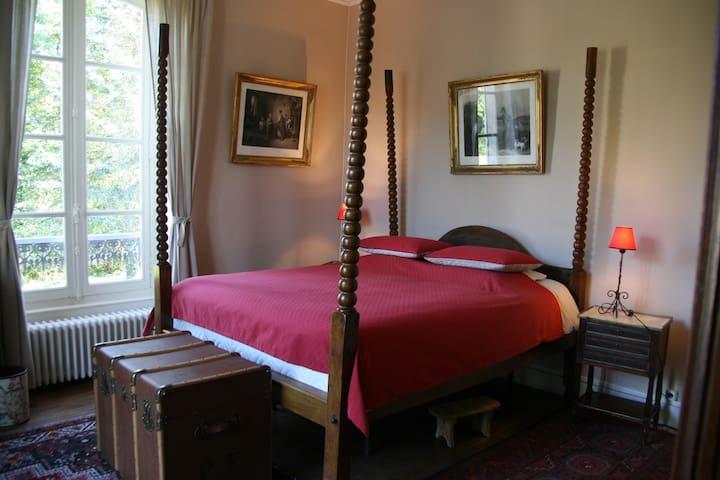 Chambre de Charme au Manoir de Curty - Imphy