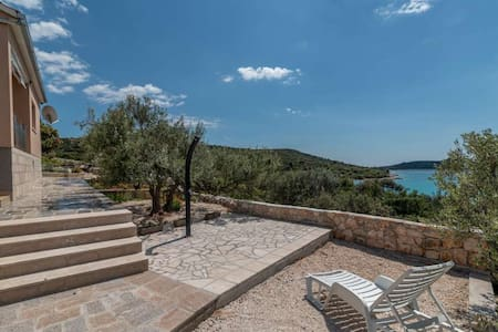 Secluded 2-Bedroom House Jure 50m from the sea