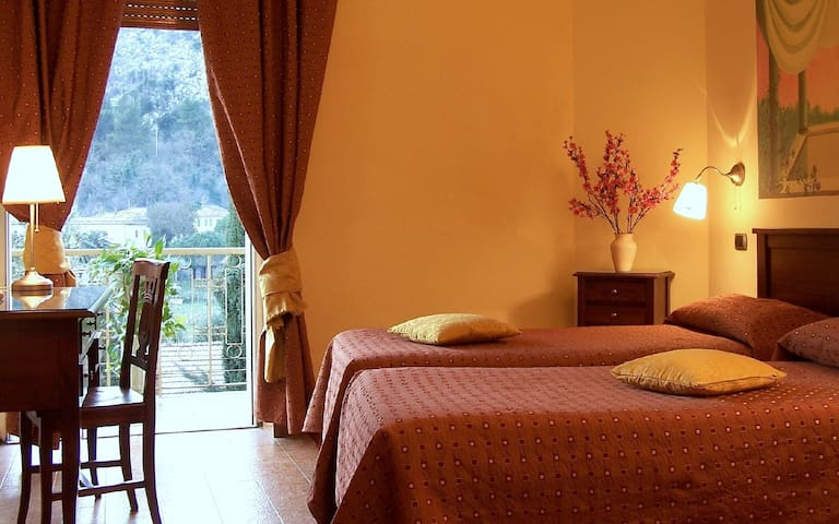 Camera in Hotel con ingresso indipendente - Cassino - Guesthouse