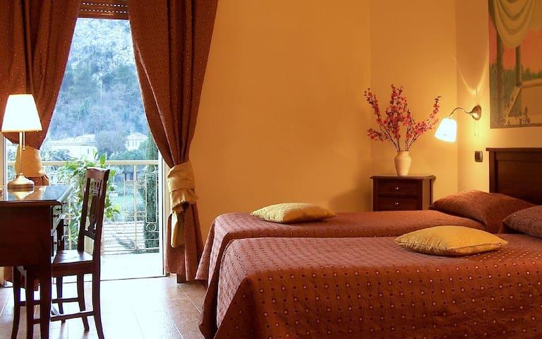 Camera in Hotel con ingresso indipendente - Cassino - Pension