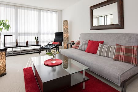 STAY Downtown w/Parking & Views! You will love it. - Vancouver - Apartment