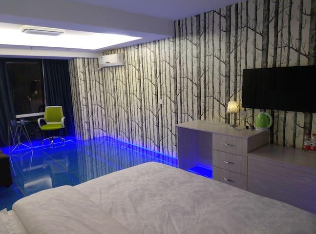 观赏真实鱼群水景的动态地板公寓 - Taiyuan - Apartemen
