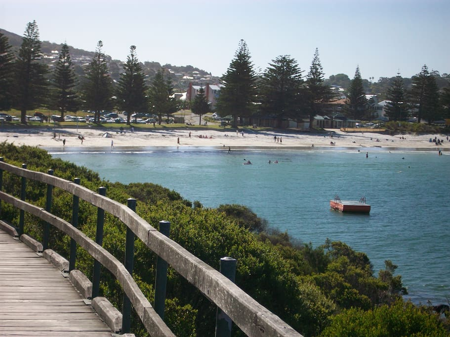 Only 400m to Middleton Beach